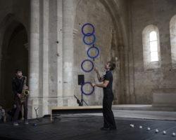 Carte Blanche à Jonathan Lardillier, le 17/09/2017 à l'Abbaye de Silvacane à la Roque d'Anthéron dans le cadre du Festival Jours et Nuits de Cirques - Patrimoine en Mouvement. ©Joseph Banderet